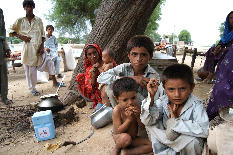 Flood victims in Pakistan receive rations from UN World Food Program. Photo: UNPhoto/WFP/Amjad Jamal